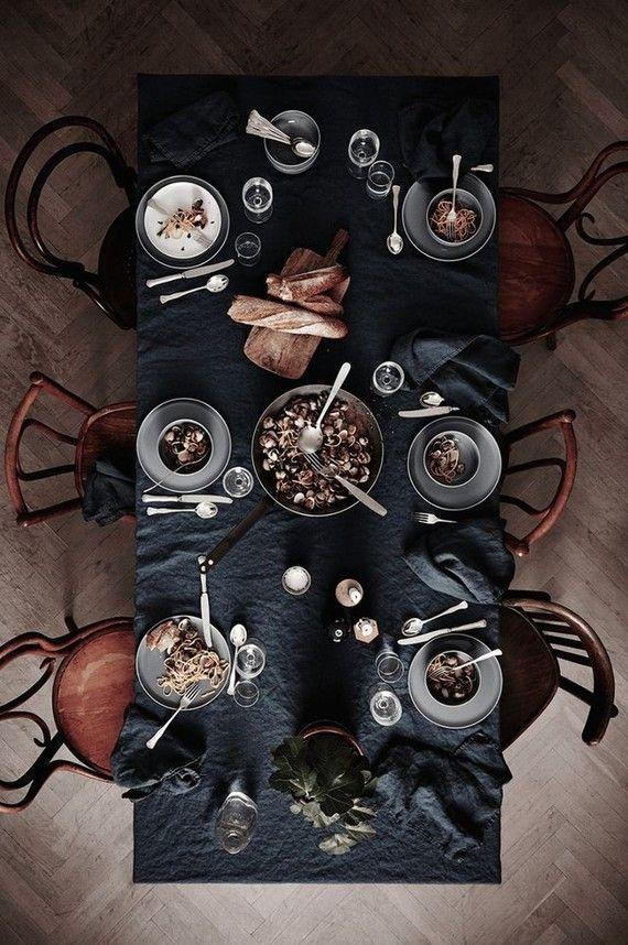 Thanksgiving Tischdekoration Ideen # dunkleinnenräume Dining Room Inspiration | Launisch... -  Thanksgiving Tischdekoration Ideen # dunkleinnenräume Dining Room Inspiration | Stimmungsvolle Tischlandschaft | Essen | Herbstlich | Dunkle Innenräume  - #dunkleinnenräume #dunkleinnenräume Thanksgiving Tischdekoration Ideen # dunkleinnenräume Dining Room Inspiration | Launisch... -  Thanksgiving Tischdekoration Ideen # dunkleinnenräume Dining Room Inspiration | Stimmungsvolle Tischlandschaft | #dunkleinnenräume