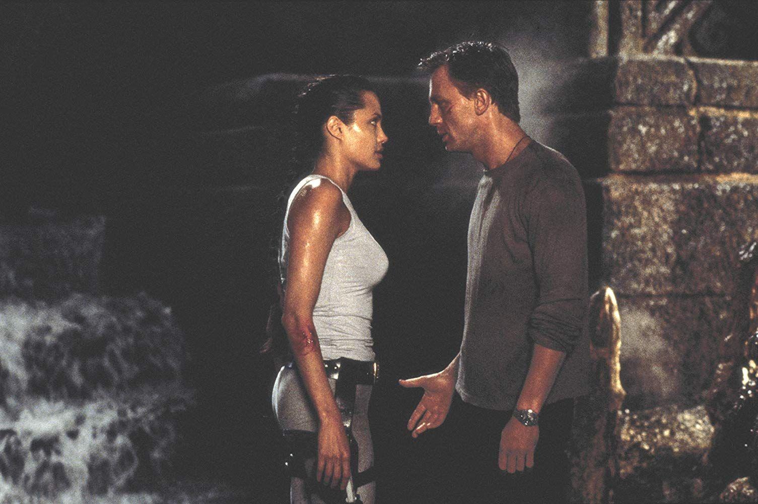 Angelina Jolie And Daniel Craig In Lara Croft Tomb Raider 2001 Daniel Craig Tomb Raider Tomb Raider Angelina Jolie Lara Croft