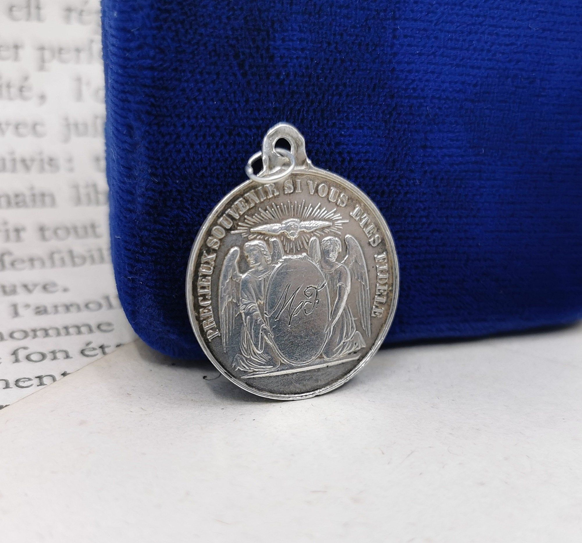 Perfect Jewelry Gift Sterling Silver Antiqued First Holy Communion Medal