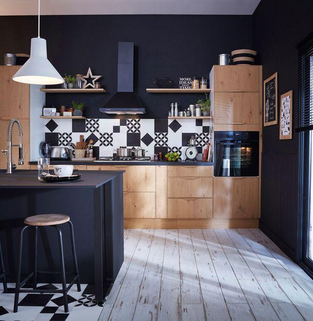 Idee Deco Osez Le Noir Sur Un Meuble Un Plafond Un Sol - Meuble grillage poule pour idees de deco de cuisine