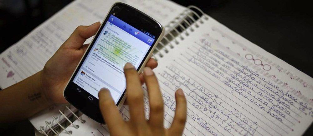 Não usar smartphone em sala de aula pode melhorar o desempenho dos alunos em sala de aula, mostra estudo realizado pela London School of Economics.