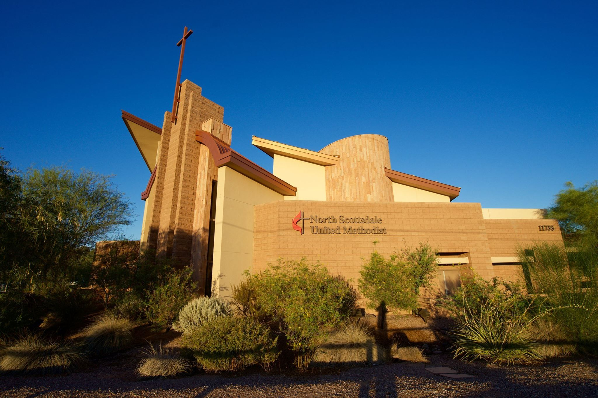 "WJ Memorial Service held at North Scottsdale United Methodist Church.One tradition of the Western Jurisdictional Conference is a time of informal ""meet-and-greet"" with episcopal candidates.  Evening programs were at the North Scottsdale United Methodist Church. The church hosted a dinner buffet, giving attendees time to visit over dinner, then episcopal candidates made themselves available for conversations with small groups before the memorial service.  Over 200 people gathered."