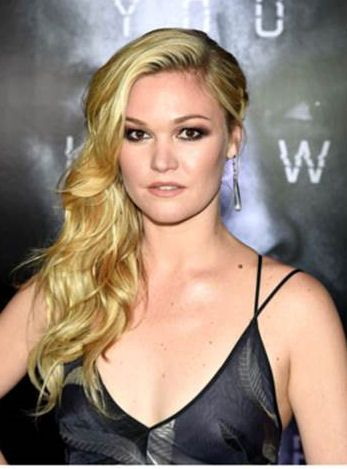 Copy julia stiles red carpet hair from the jason bourne premiere at the jason bourne premier julia stiles rocks a wavy side braid thats so easy to do yourself heres how solutioingenieria Image collections