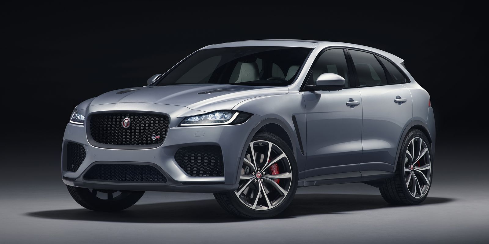 The 2019 Jaguar F Pace Svr Is 550 Hp Of Supercharged English Absurdity Coches Jaguar Vehículo De Lujo Coches Familiares