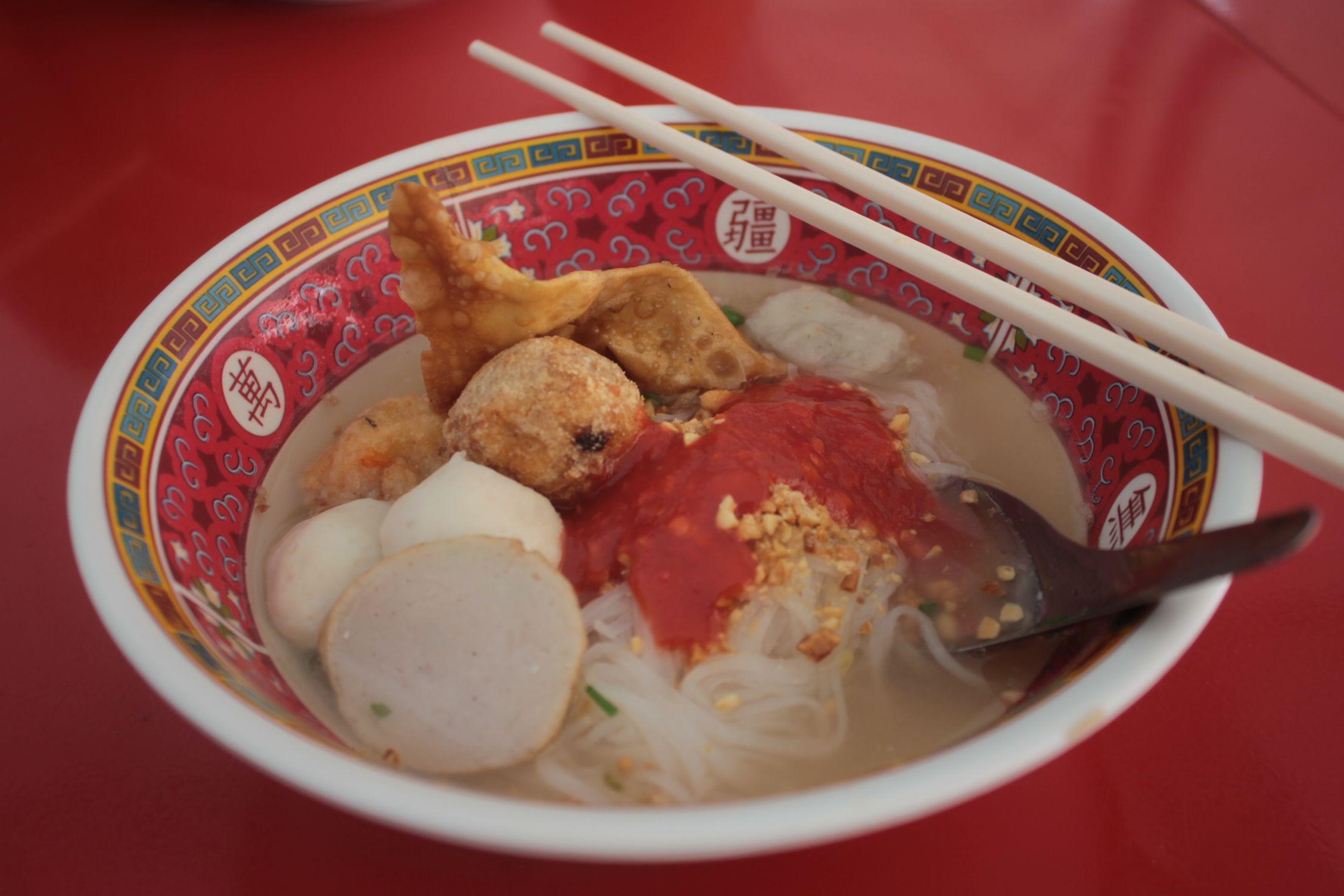 Sopa de Noodles con bolas de pescado
