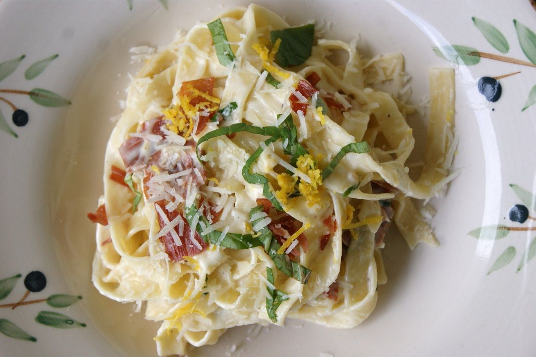 Pasta med mascarpone saus og parma /Pasta with mascarpone and parma.