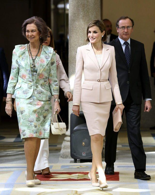 Letizia y Sofía presiden la entrega de los Premios Reina Sofía 2014