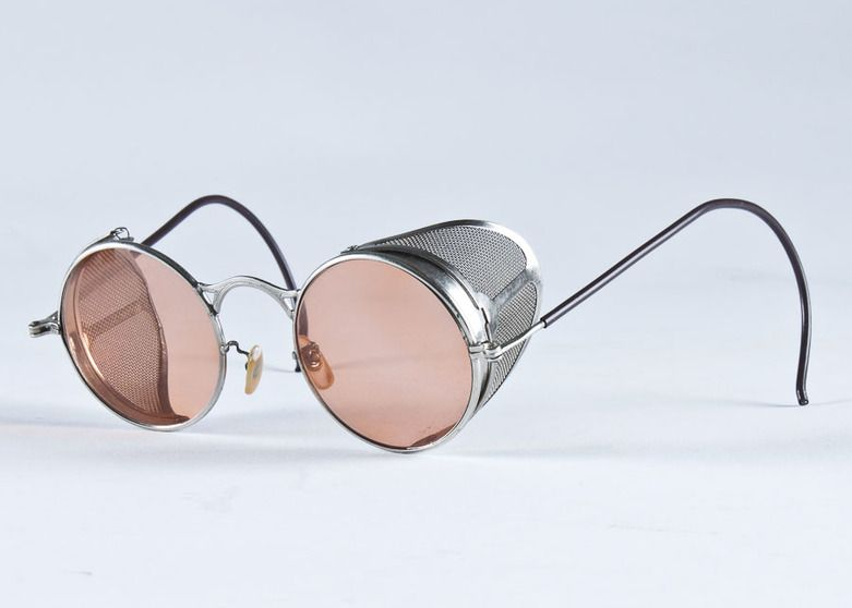 c8c3c456f97d Vintage Driving Sunglasses with Case   EBTH