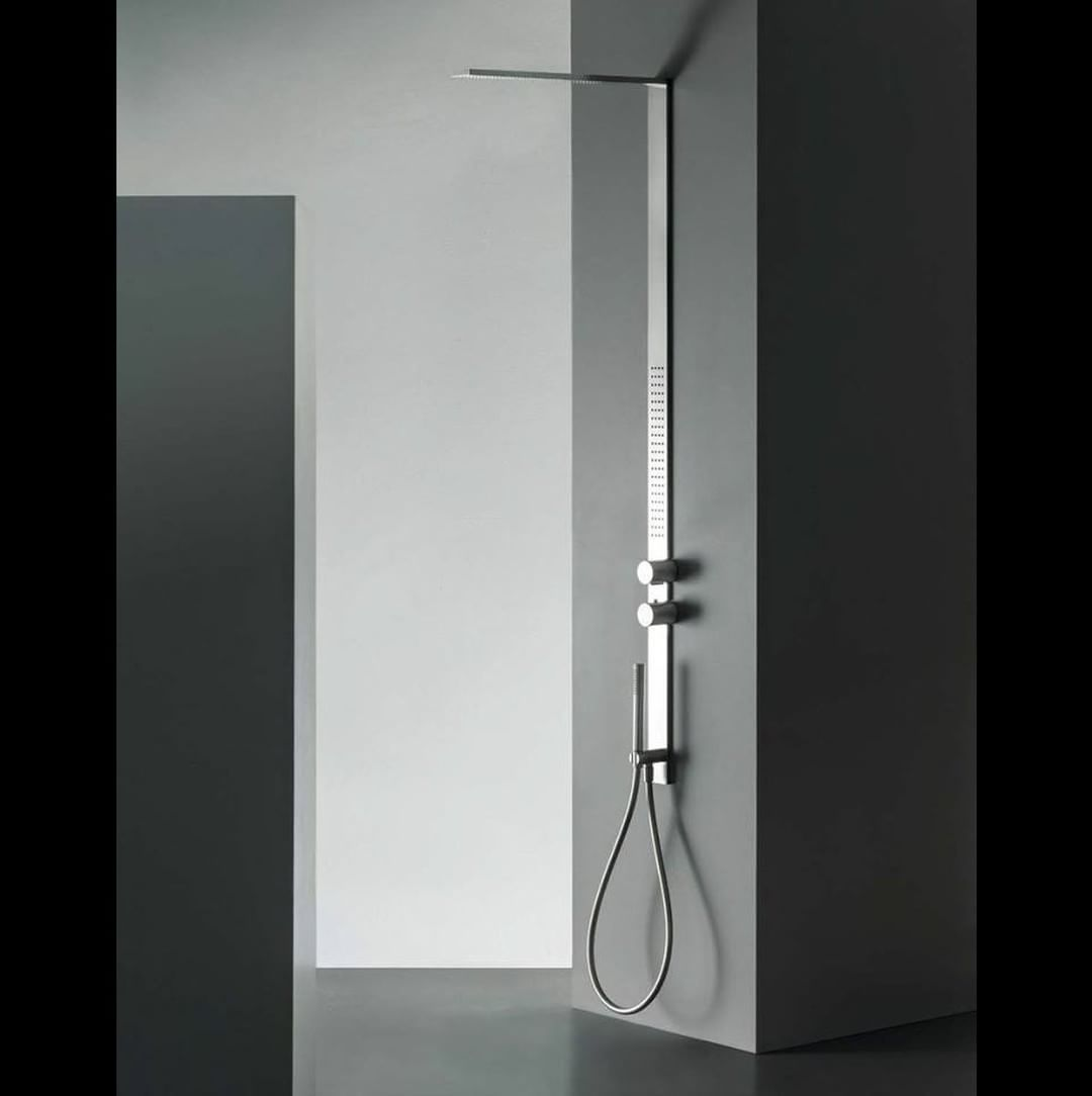 Collections ?35?  ?The pleasure of taking a shower without seeing the fixture?. These are the words used by designer Franco Sargiani to describe MilanoSlim, a 60mm wide shower panel with multiple functions. MilanoSlim is also available in the versions Eas