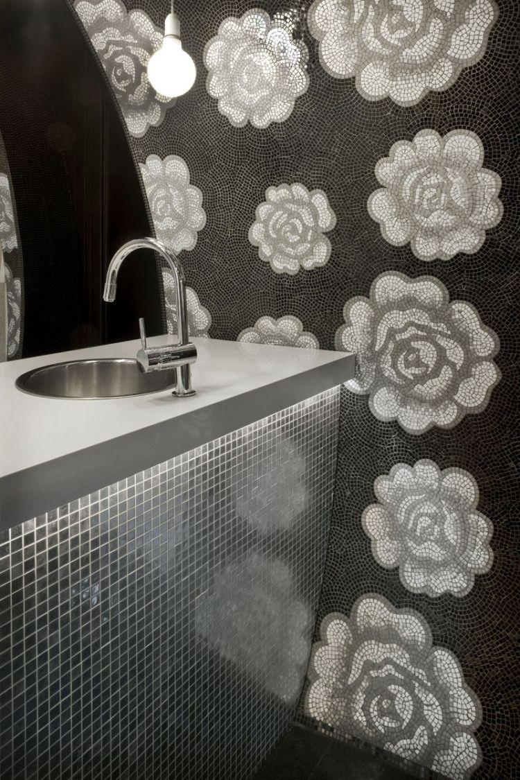 Mosaik Fliesen Badezimmer Blumen Rosen Schwarz Weiss Waschbecken