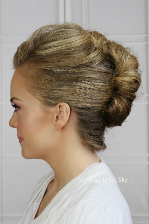 Beauty Basics: The French Twist | Hair-ography | Hair styles, Medium hair styles y Easy updo ...