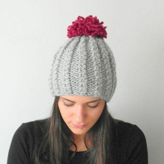 c45af951719c Articles similaires à Chapeau tricoté POM POM, cadeau de femmes, femmes  laine chapeau, chapeaux de laine, Cable Knit Beanie, chapeau d hiver,  calotte, ...