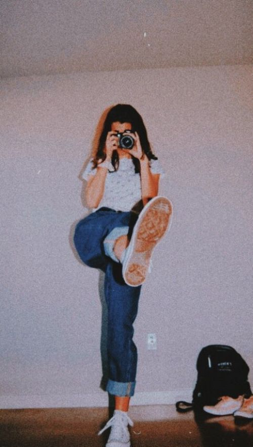 Perfect Poses to Polish Up Your Instagram Feed