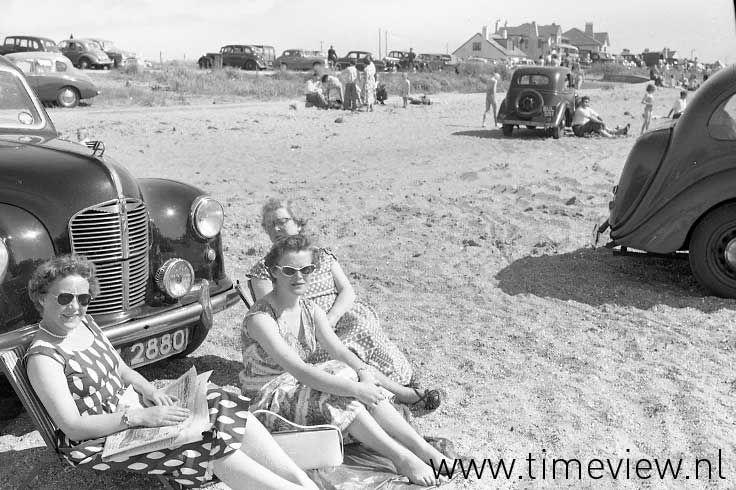 C132. Beachbabes England 1950s