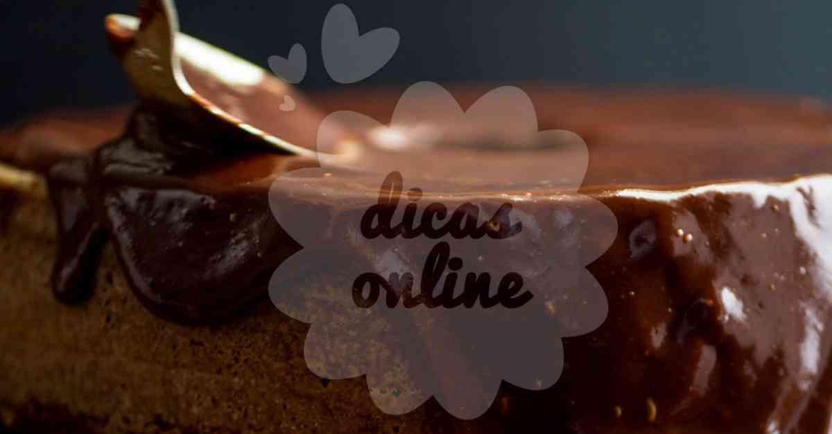 Fantástico! Vai uma fatia de bolo de café e chocolate com cobertura de mascarpone? - # #bolodechocolate #café #docesesobremesas #mascarpone #receitadesobremesa