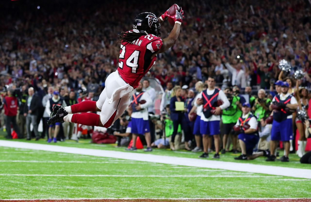 P Devonta Freeman 24 Of The Atlanta Falcons Scores A Touchdown On A 5 Yard Run Against The New England Patrio Devonta Freeman New England Patriots Super Bowl