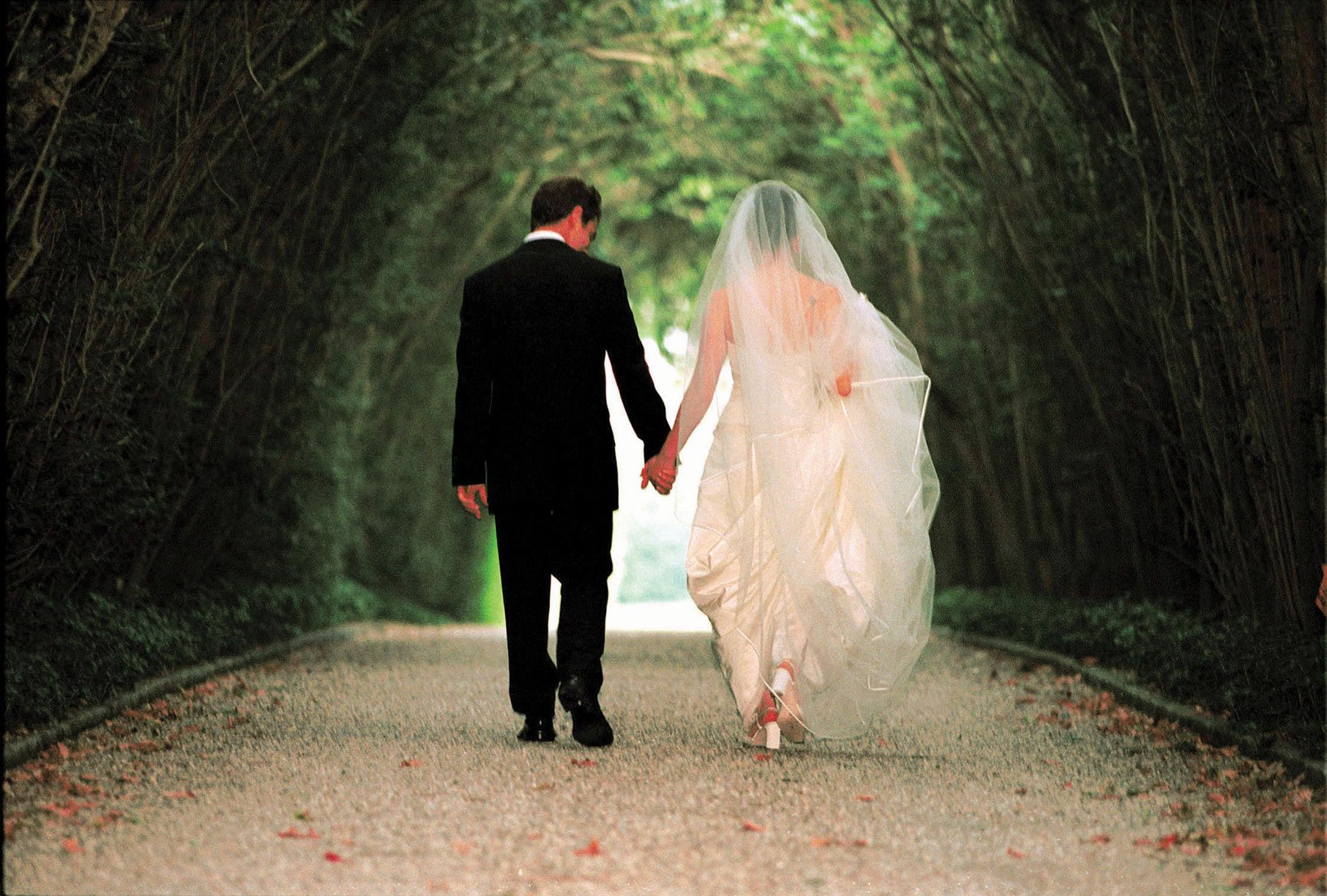 Bride And Groom Walking Wedding Pics Pinterest Wedding Pics Engagement And Wedding