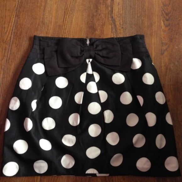 Forever 21 Skirt Like New. Polka dot skirt. Body shaping. Beautiful Fit. Forever 21 Skirts