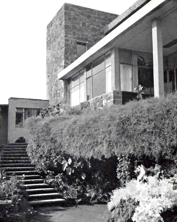 Escalera desde el jardin casa cetto calle del agua 130 for Calle el jardin