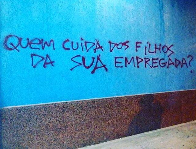 Macaé, RJ. Foto enviada por @nicolerodrigues7 #olheosmuros #artederua #arteurbana #macae #rj #pixo #intervençãourbana