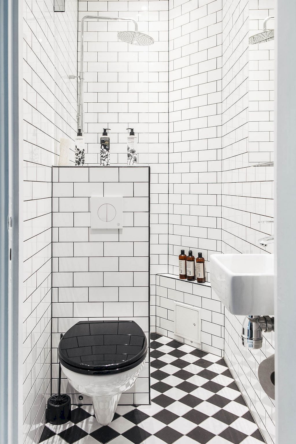 50 Smart Apartment Decorating Ideas On A Budget Small Bathroom Decor White Bathroom Designs Tiny Bathrooms