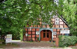 """Biohof-Eilte: der Bioland-zertifizierte Hof ist mittlerweile bundesweit auch als die """"Büffelranch"""" aus der mehrteiligen und gleichnamigen ZDF-Doku-Serie bekannt."""