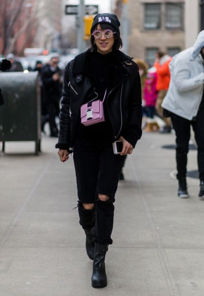 b624aa89b ... New Normal: Here's How to Pull It Off. Street-Style-Approved Ways to  Wear a Short Crossbody Bag | StyleCaster