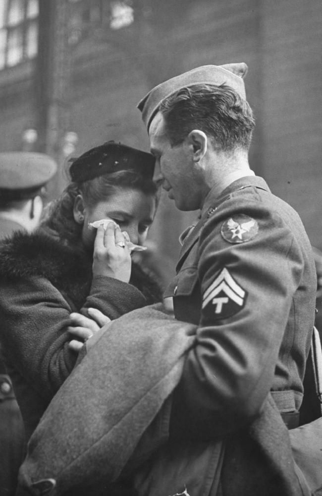 The Last Kiss Ww1 Google Search Old Photography Alfred