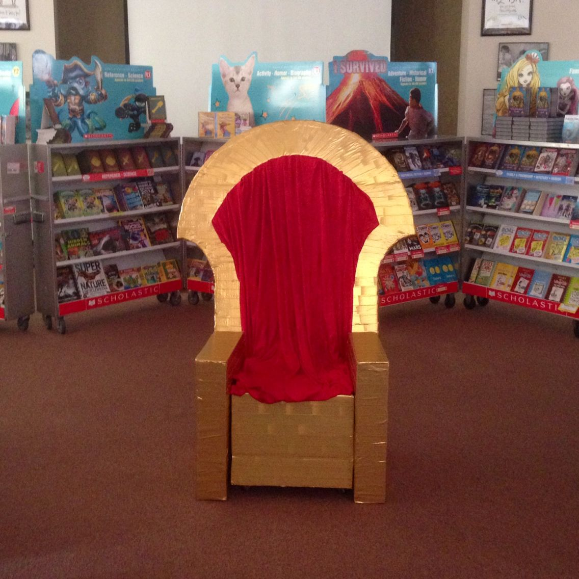 Silla Red Castle Throne For Photo Ops Scholastic Sir Readalot Fall Book