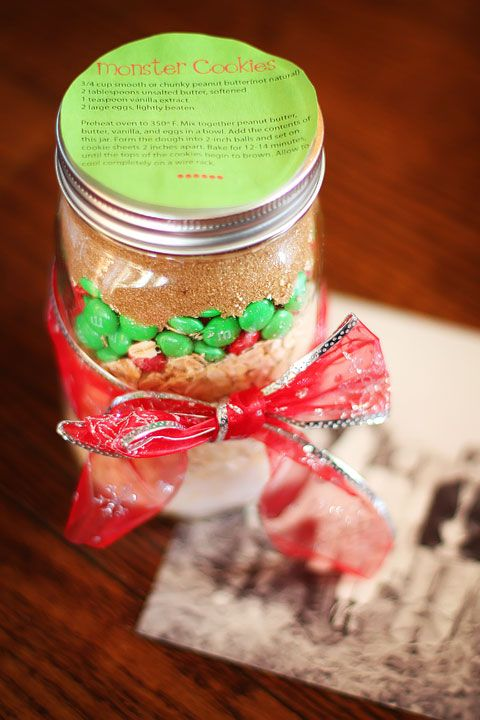 Handmade Christmas Idea Cookie Mix In A Jar Recipe Free Printable Gift Tags Kevinandamanda Com Delicious Christmas Desserts Meals In A Jar Dessert In A Jar