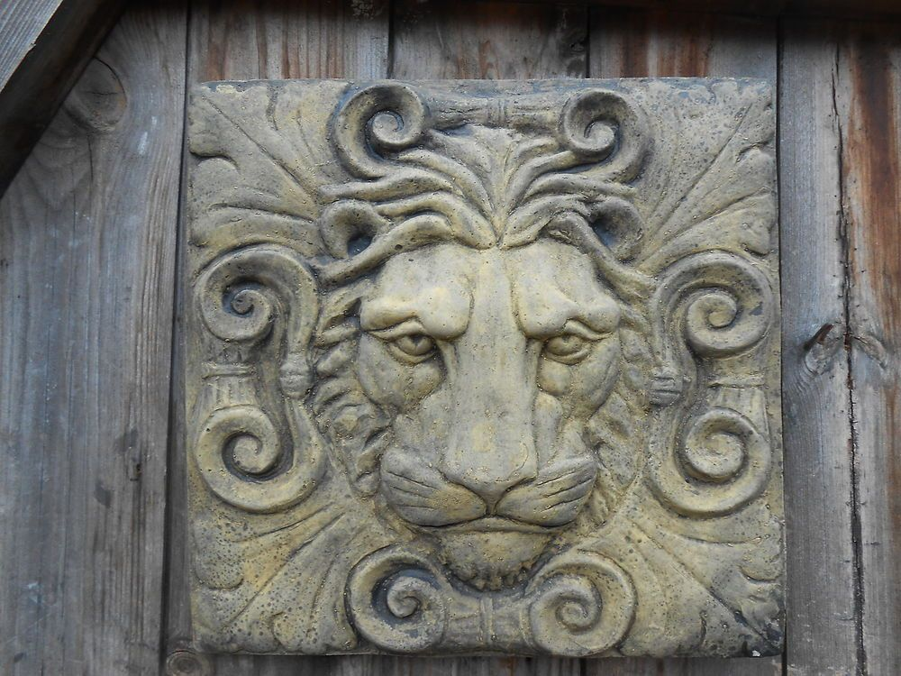 ROMAN LION HEAD CLASSICAL WALL PLAQUE FROSTPROOF STONE GARDEN ORNAMENT  PLAQUE