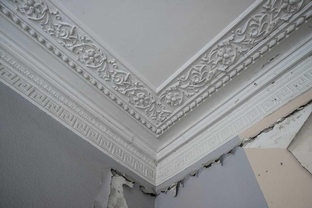 Poser des moulures au plafond Maison saint Laurent Pinterest - comment peindre le plafond