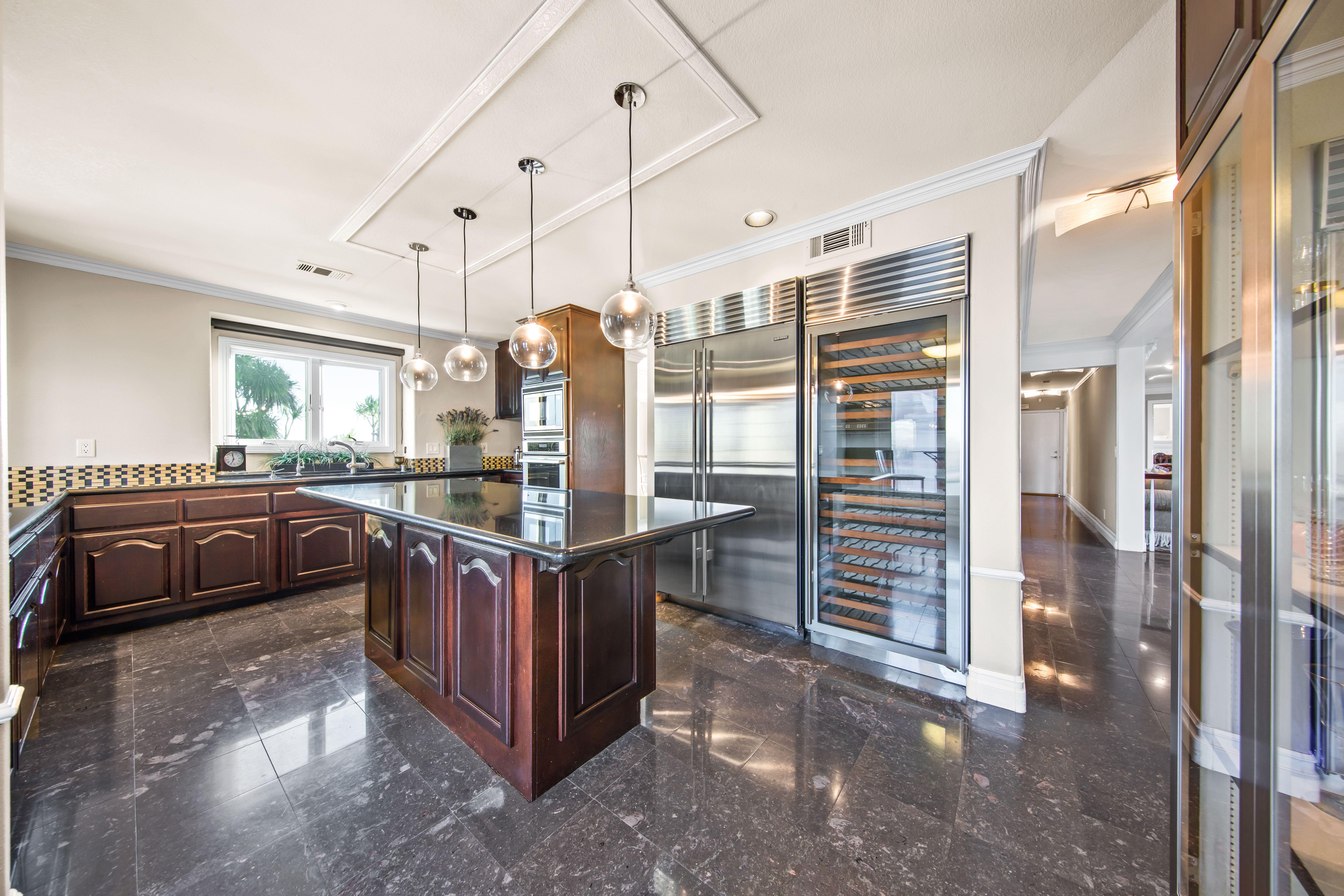 26710 Camino Seco Temecula Ca 92590 Cool Kitchens Dual Zone Wine Fridge Modern Kitchen