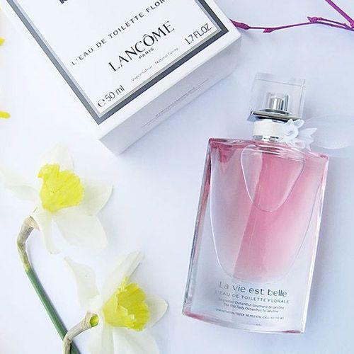 13b134b8f Lancôme La Vie Est Belle L Eau De Toilette Florale é um culto à brisa  refrescante da primavera para mulheres radiantes e alto astral