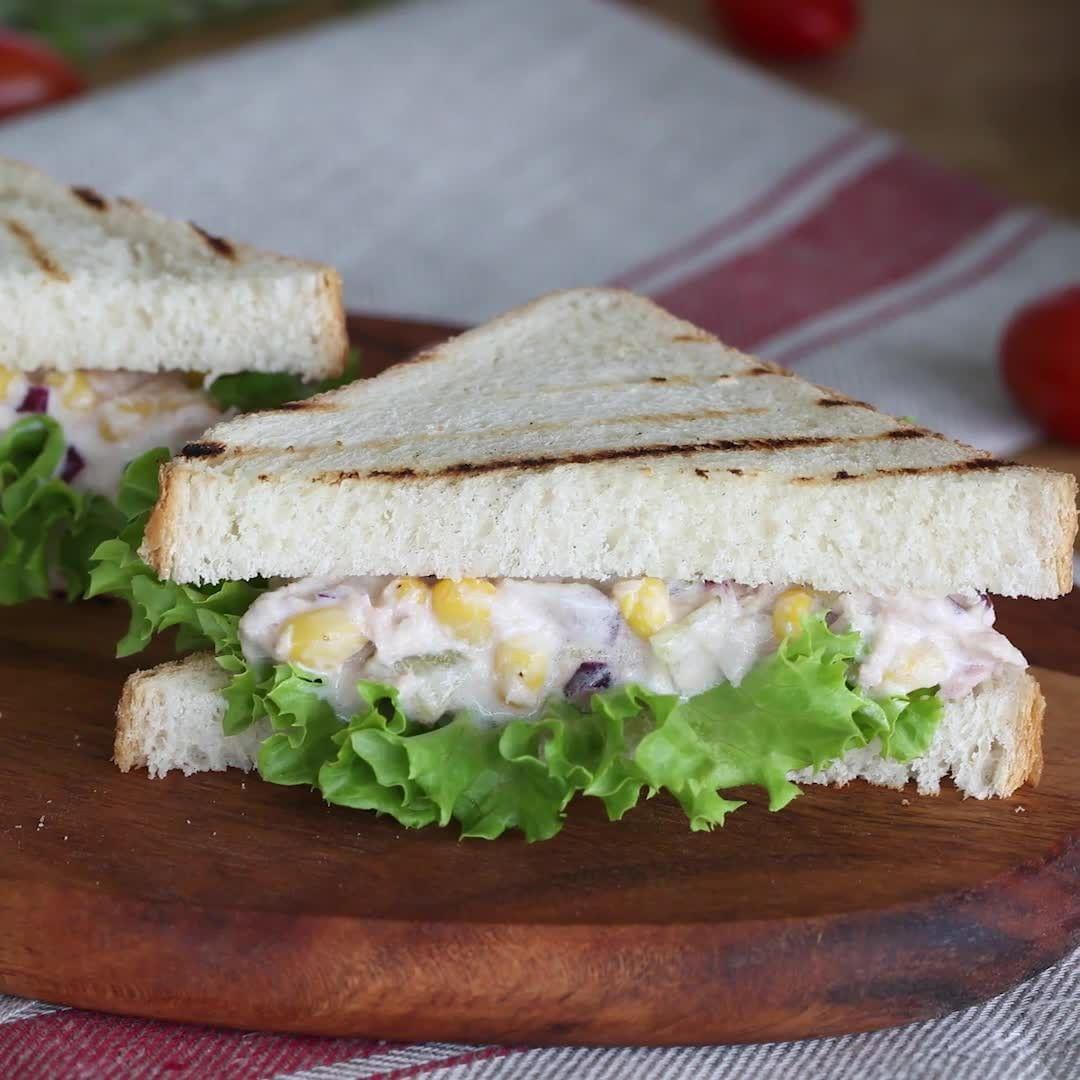 المطبخ التركي On Instagram طريقة عمل سندوش التونة سهل جدا وسريع من المطبخ التركى المكونات ١٦٠ جرام تونة نصف بصلة مفرومة Cooking Food Sandwiches