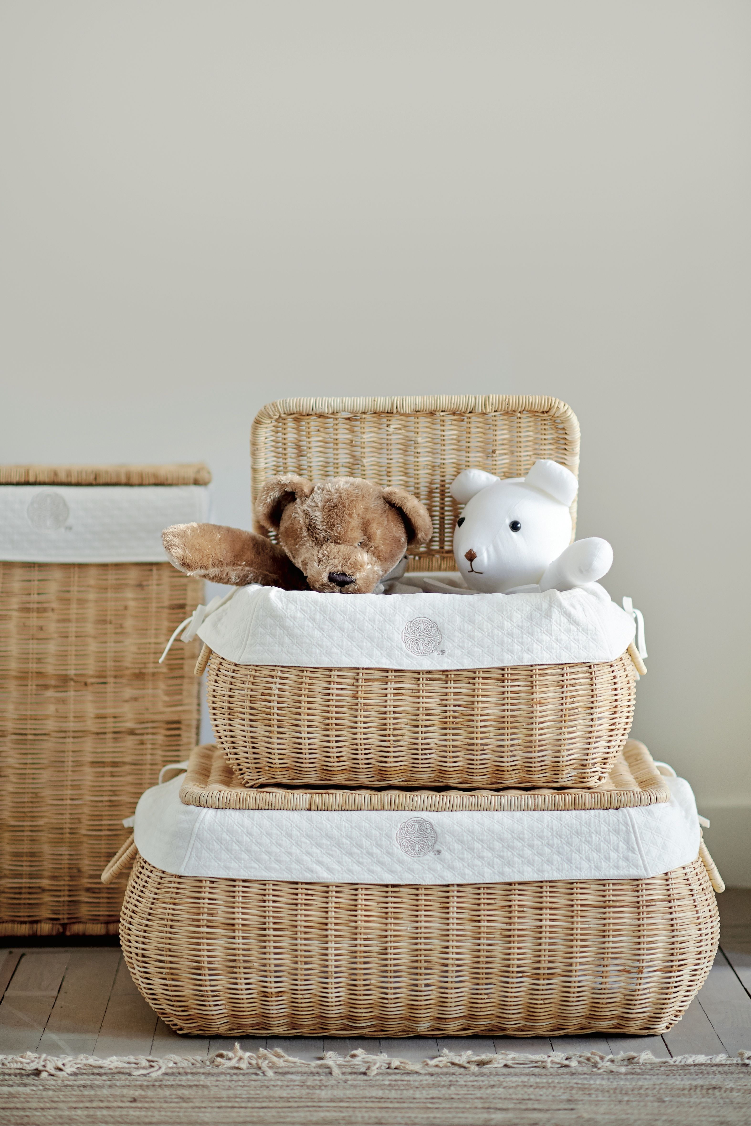 Toy box Théophile & Patachou Available in natural color or white
