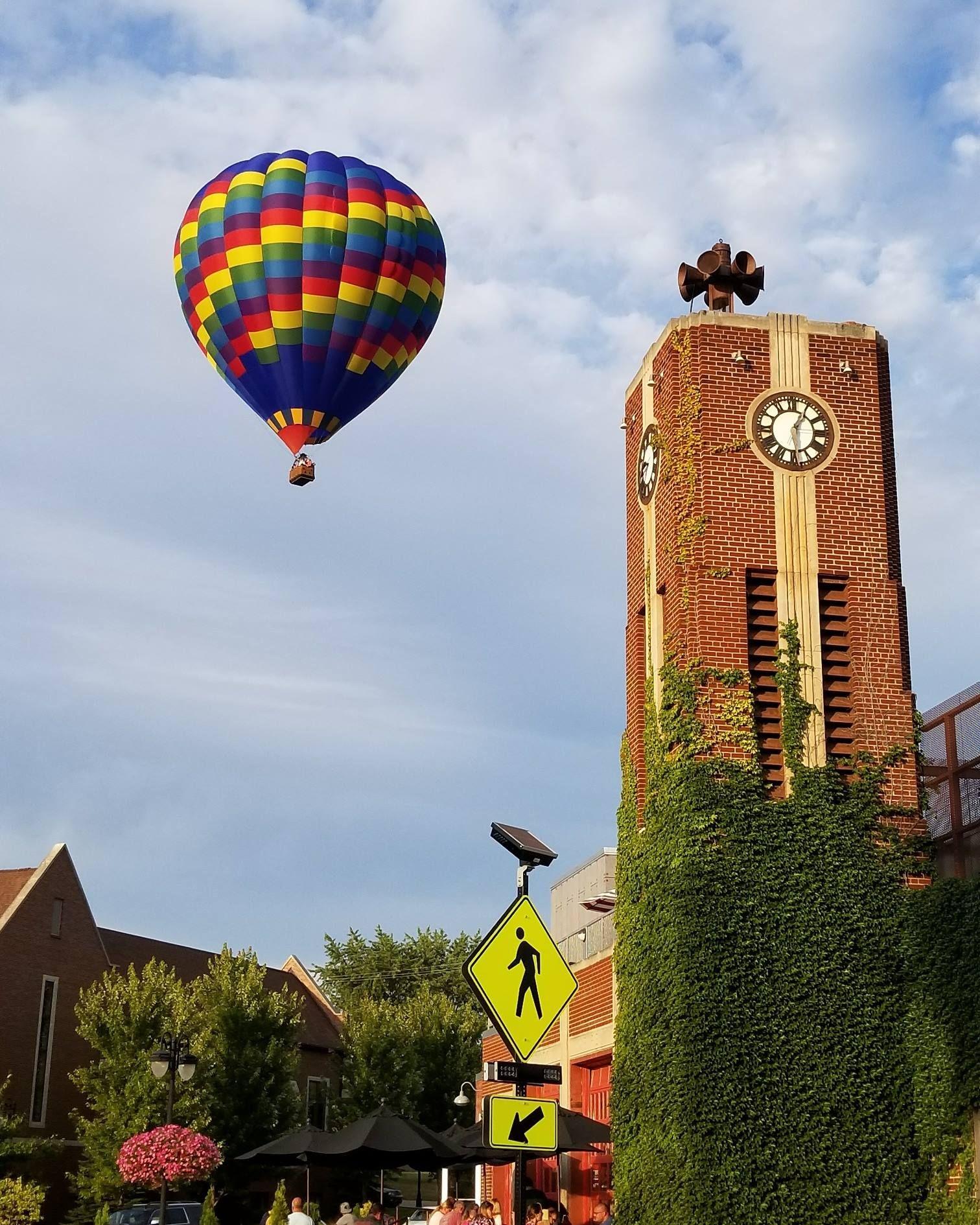 World famous hotairballoon rides in Fenton MI with Capt