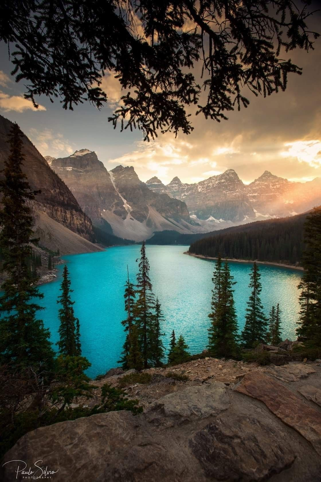 The Lake Between The Mountains Landscape Cool Landscapes Beautiful Landscapes Beautiful Nature