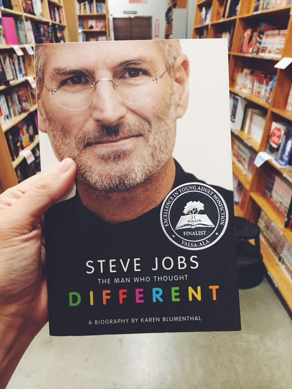 Steve Jobs: The Man Who Thought Different By Karen Blumenthal | Steve jobs,  Steve, Who founded apple
