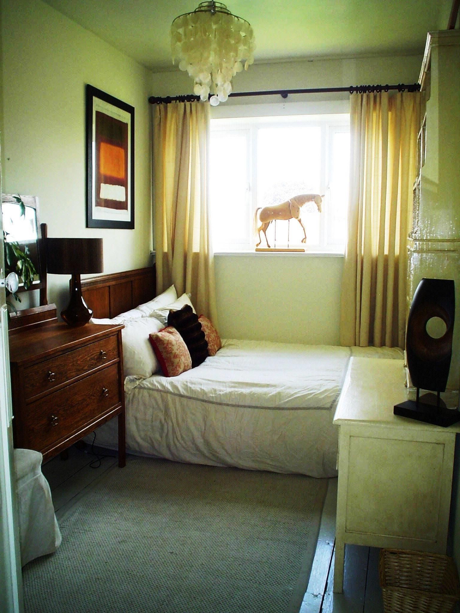 Simple Small Bedroom Decorating Ideas Very Small Bedroom Small