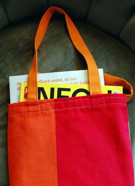 Stoffbeutel, ideal zum Einkaufen oder für Zeitschriften. Und auch ein Macbook passt rein.     Zu haben im Dawanda-Shop von Annabanana!
