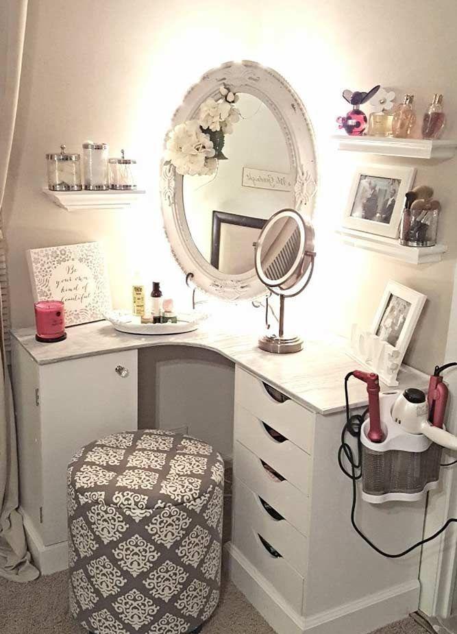 Kleinen Schminktisch Designs - Ordnen Sie die Möbel in einem Raum sicherlich brauchen eine sorgfältige Planung.Anordnung der Möb...  #Möbel #schminktischideen