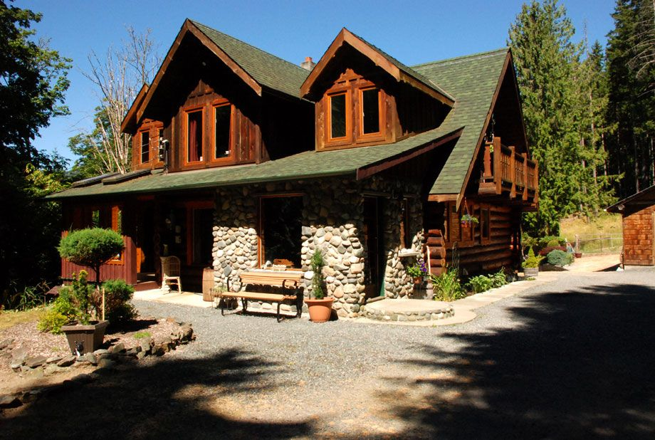 Cowichan Valley Log Home And Acreage Mountain Style Homes Log Homes Cabins And Cottages