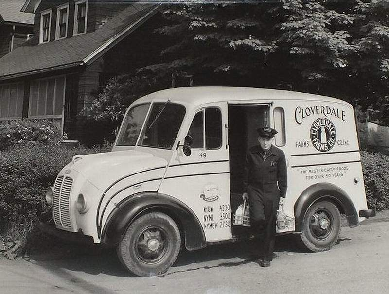 1950 S Cloverdale Farm S Divco Milk Truck Making A Home Delivery