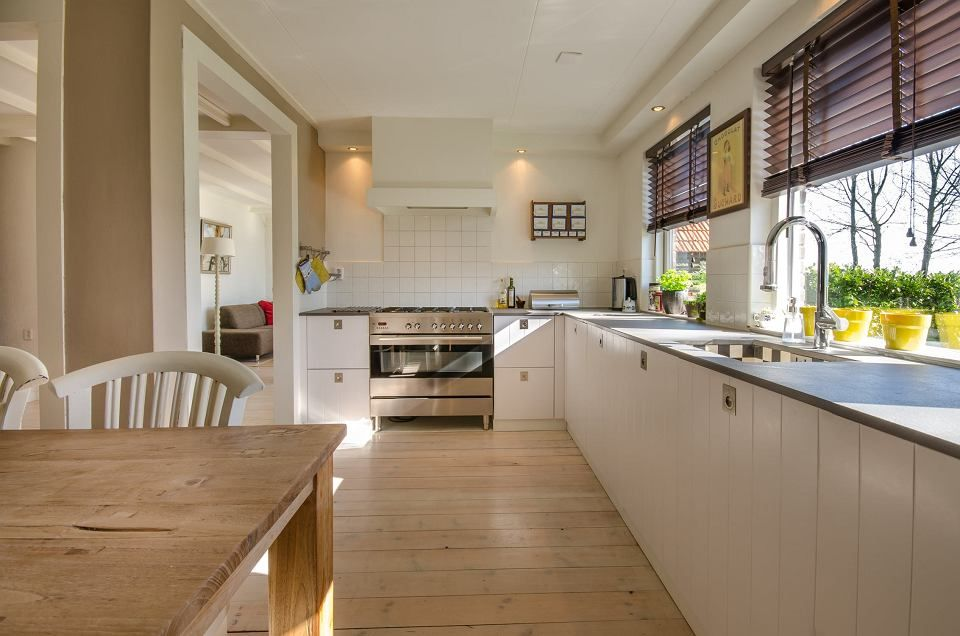 Dekoracja Okien W Kuchni Zaluzje Minimalist Kitchen Kitchen Design Kitchen Remodel