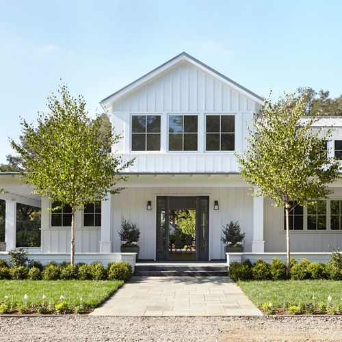 90 Incredible Modern Farmhouse Exterior Design Ideas 12: Batten And Board Siding Exterior Design Ideas, Remodels