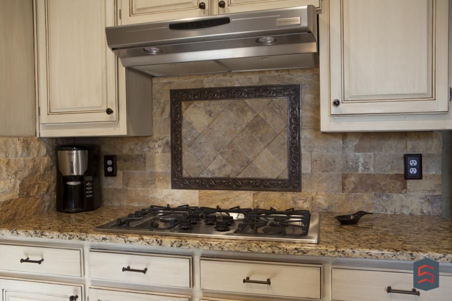 Elegant Backsplash For A Traditional Kitchen Stone Tile Pattern