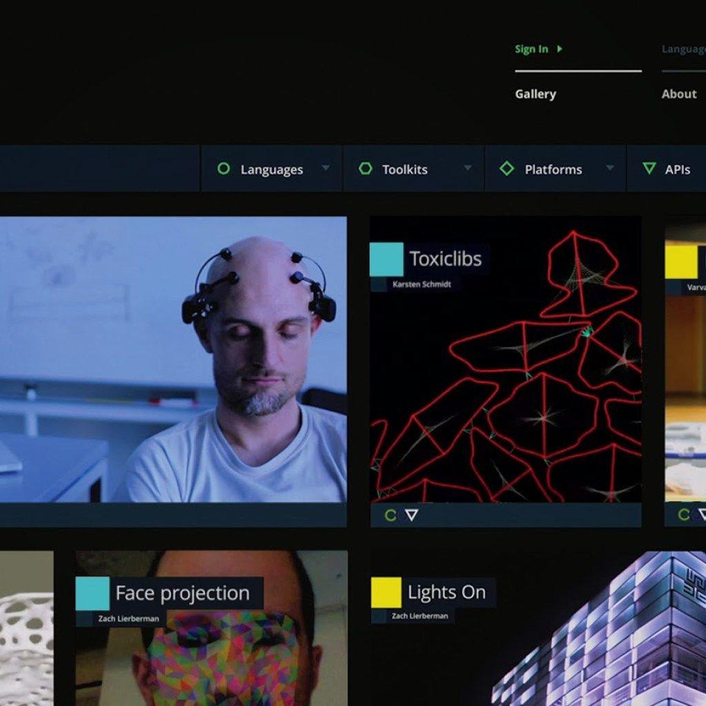 GoogleはDevArtと呼ばれるプロジェクトで、絵の具と絵筆とキャンバスに代わり、コンピューティングとネットワーキングと、そのためのコード(プログラム)を使って創作する美術の振興と、そのビジネス化に貢献しようとしている。