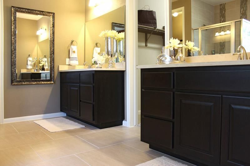 23 Master Bathrooms With Two Vanities Page 2 Of 5 Bathroom Layout Bathroom Master Bathroom