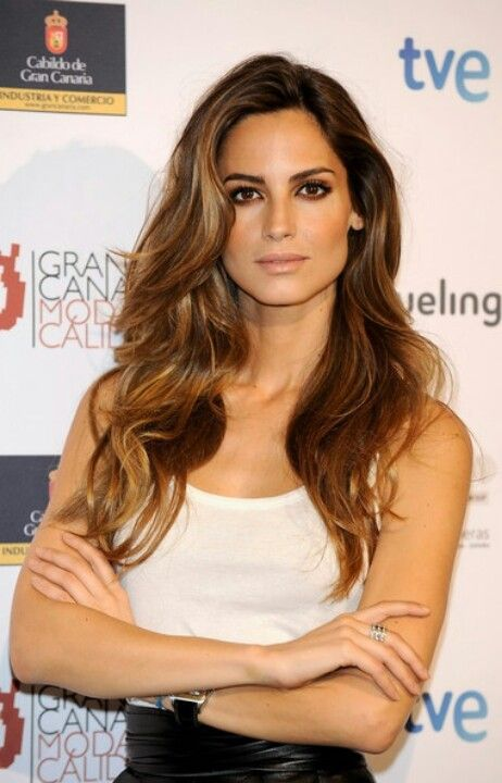 This color is beautiful for a natural brunette highlights for Ariadne artiles reflejos